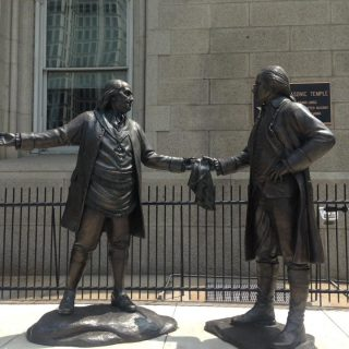 Benjamin Franklin and George Washington Statue | Philadelphia